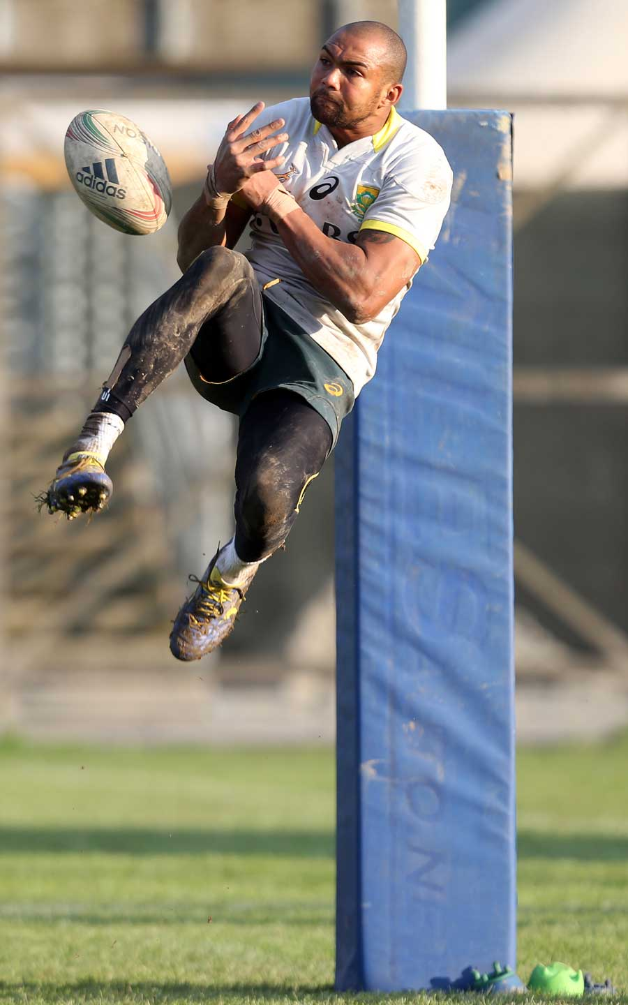 South Africa's Cornal Hendricks leaps high during training