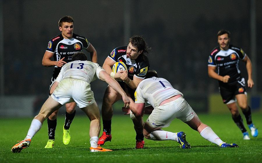 Luke Cowan-Dickie takes on Saracens tacklers