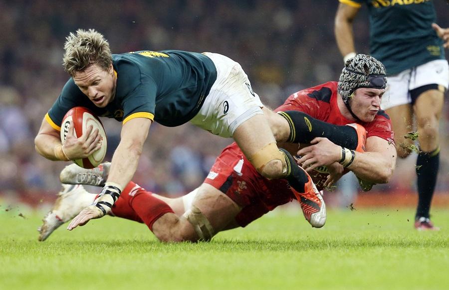 Jean de Villiers is tackled by Dan Lydiate
