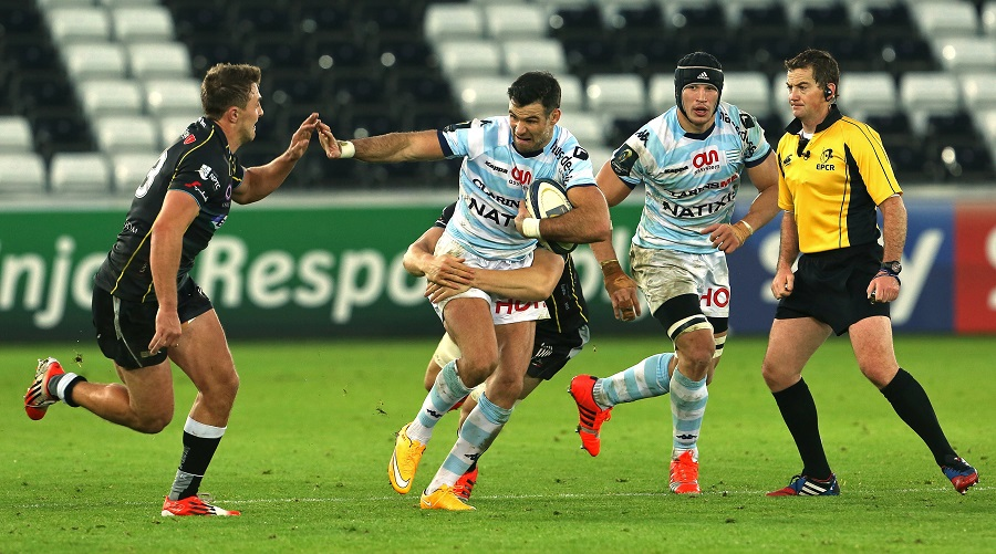 Mike Phillips makes a break for Racing Metro