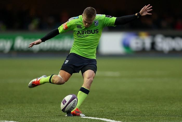 Gareth Anscombe kicks for goal