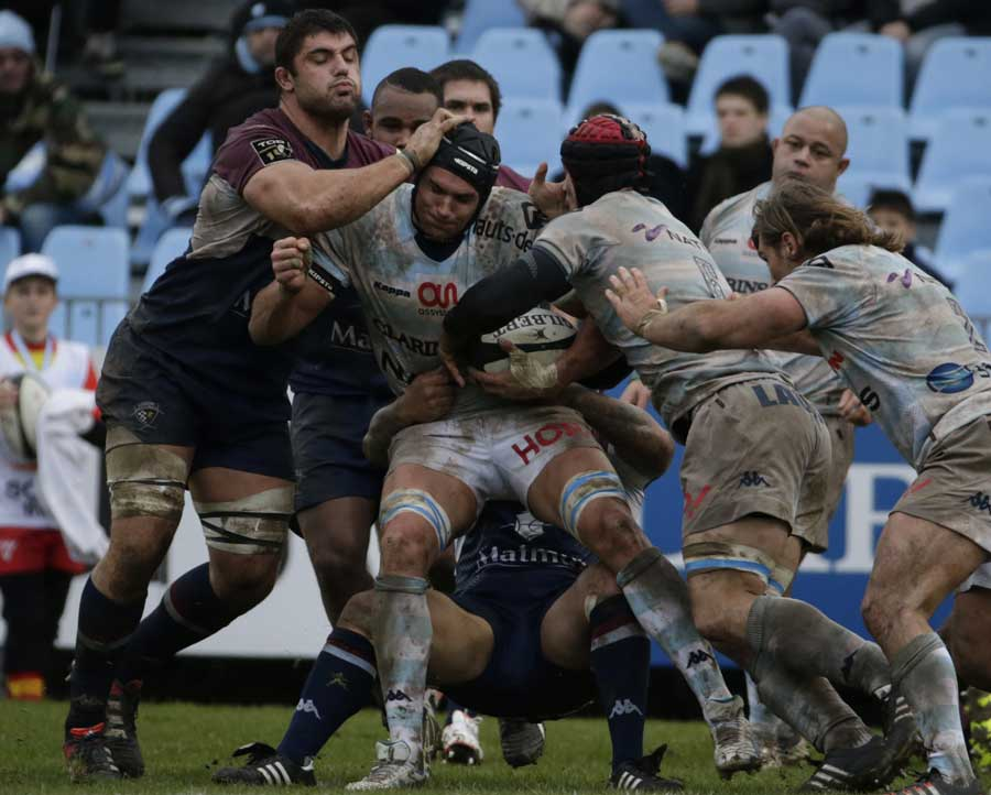 Racing Metro's Juandre Kruger takes the ball into contact