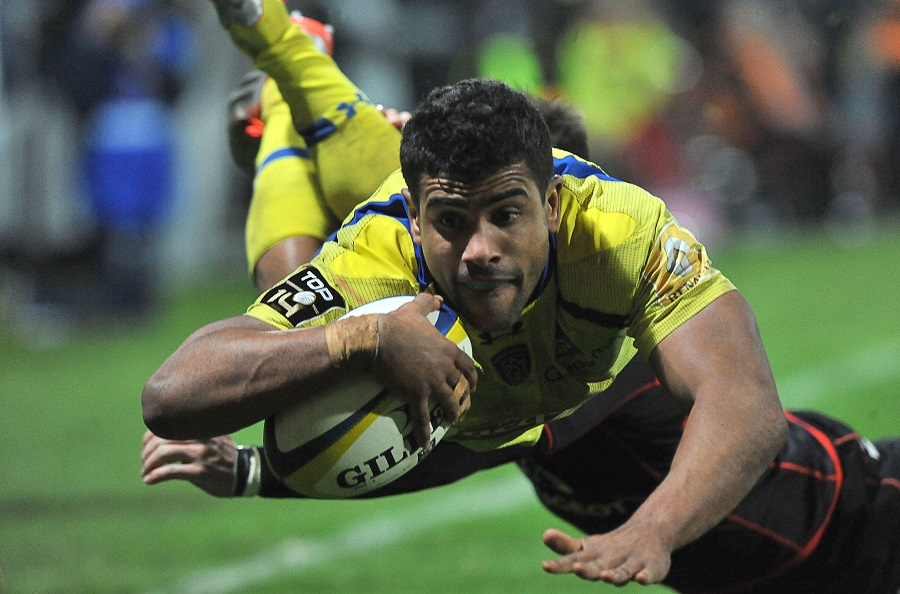 Wesley Fofana scores a try for Clermont