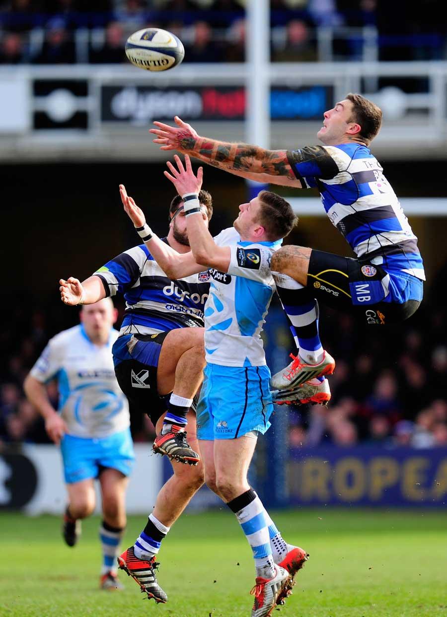 Bath's Matt Banahan tries to claim the high ball