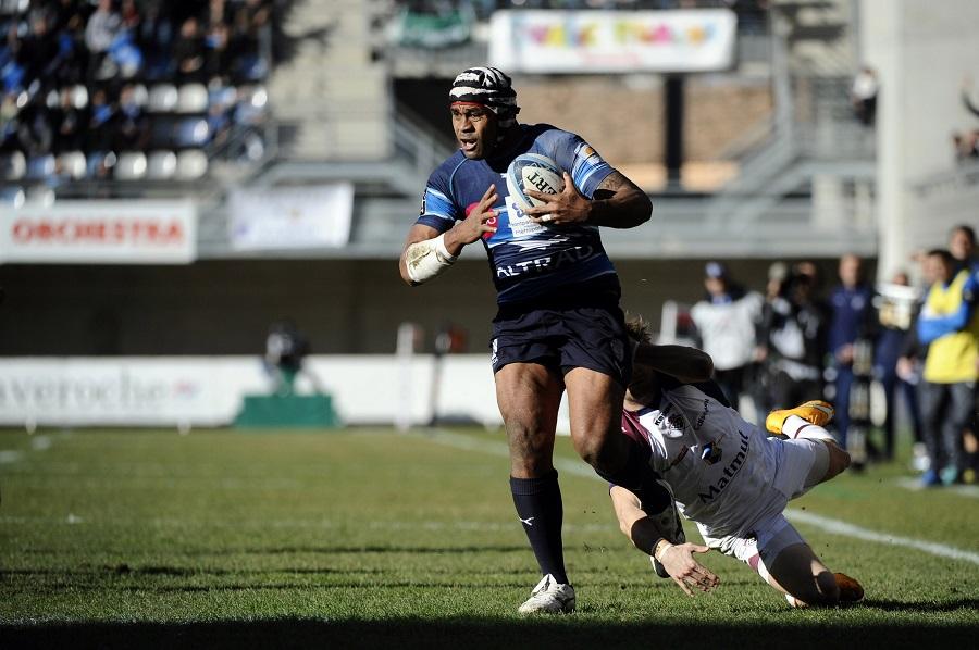 Montpellier's Akapusi Qera sprints away to score