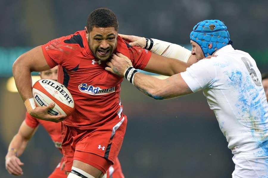 Wales' Taulupe Faletau shrugs off Chris Robshaw