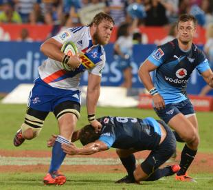 The Stormers' Duane Vermeulen runs past Piet van Zyl, Bulls v Stormers, Super Rugby, Loftus Versfeld, Pretoria, February 14, 2015