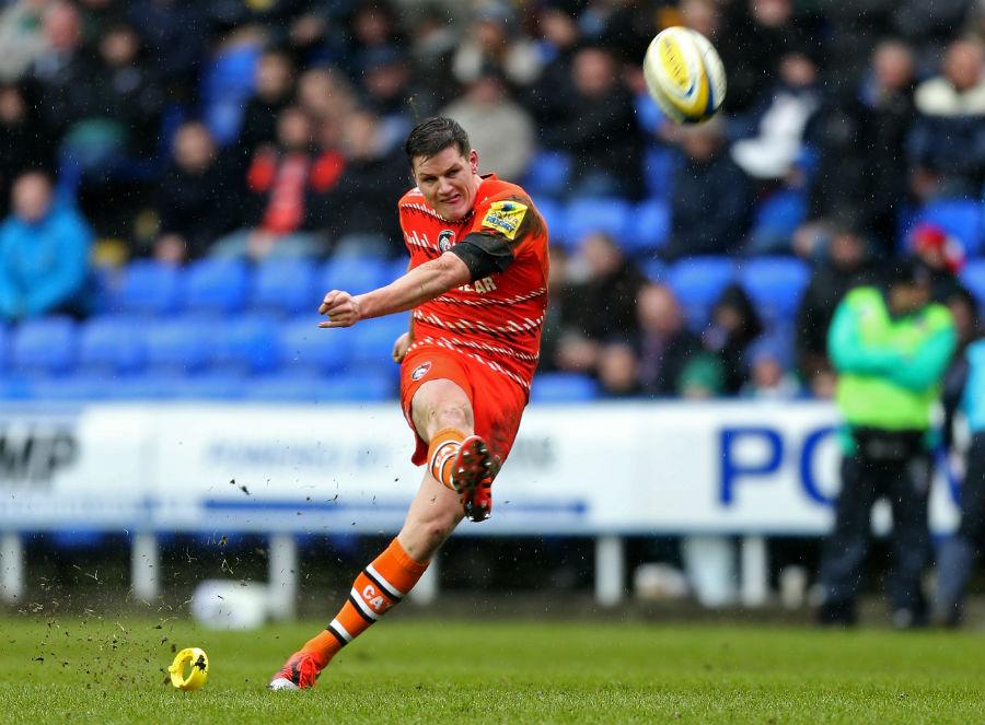 Freddie Burns kicks a penalty