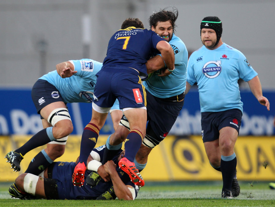 Jacques Potgieter of the Waratahs on the charge