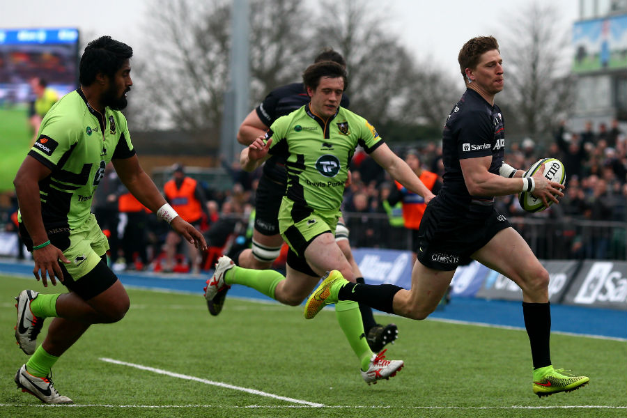 David Strettle breaks free to score his team's first try