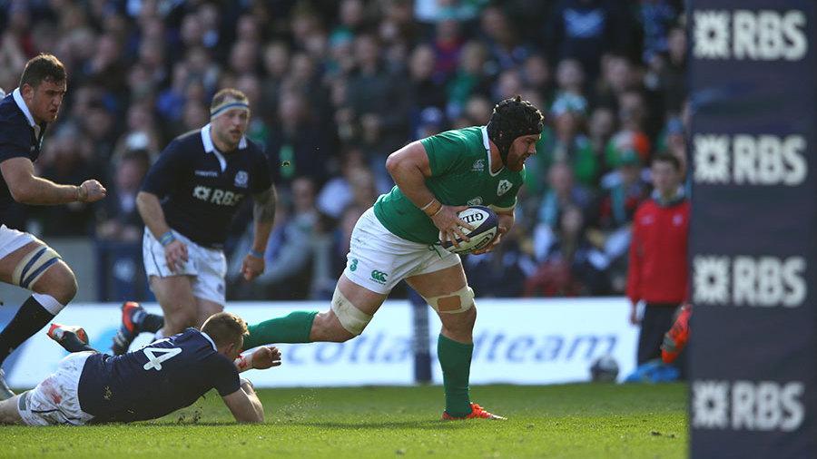 Sean O'Brien breaks clear to score a try for Ireland, Scotland v Ireland, Six Nations, Murrayfield, Edinburgh, March 21, 2015