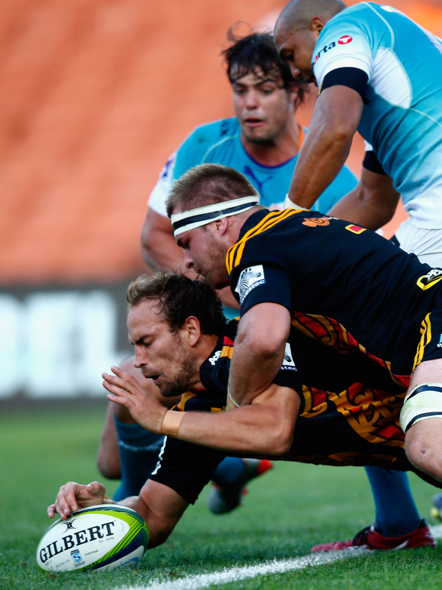 The Chiefs' Sam Cane drives Andrew Horrell over for a try