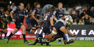 Tetera Faulkner of the Western Force charges into the Sharks defence, Sharks v Western Force, Super Rugby, Kings Park, Durban, March 28, 2015