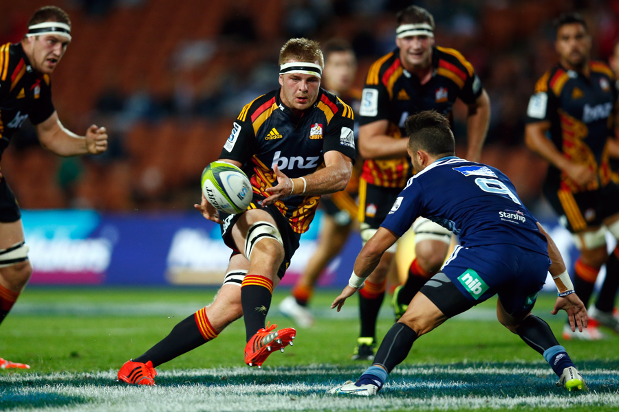 The Chiefs' Sam Cane passes the ball