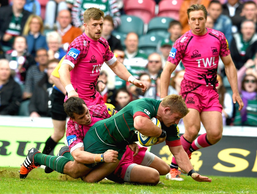 Tom Youngs of Leicester Tigers goes over for a try