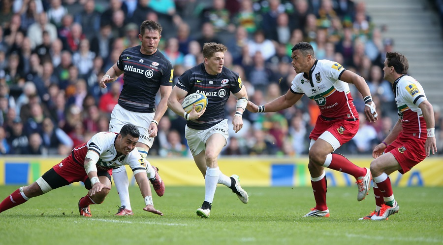 David Strettle of Saracens charges upfield