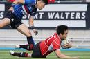 Jpana's Kenki Fukuoka scores a try