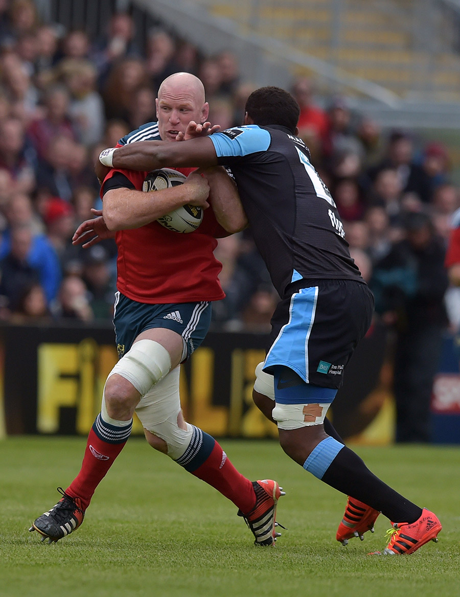 Leone Nakarawa of Glasgow Warriors (R) and Paul O'Connell of Munster (L) in action during the Guinness Pro 12 final