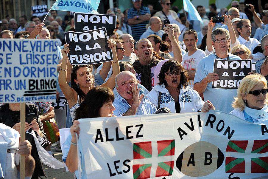 Fans hit the streets to protest against the proposed merger of French clubs Bayonne and Biarritz