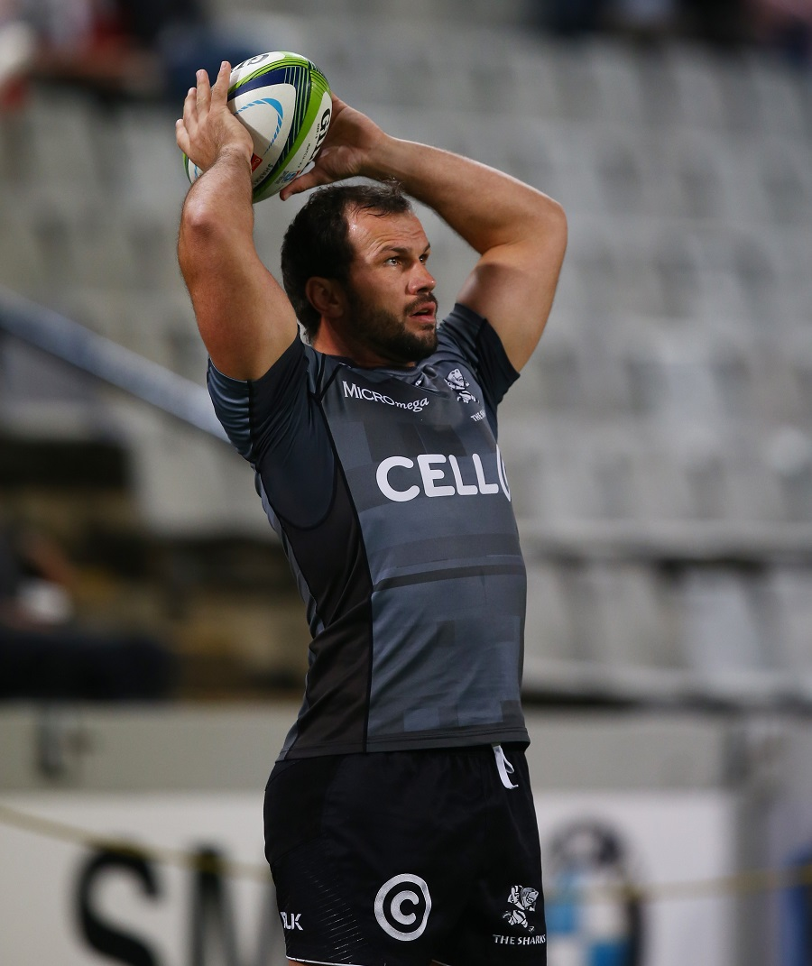 Bismarck du Plessis prepares to throw in