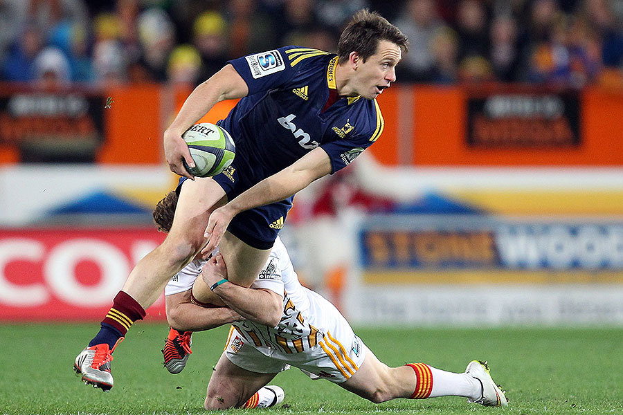 The Highlanders' Ben Smith looks for an offload