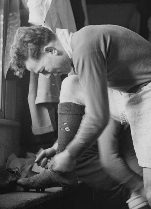 Ireland hooker Karl Mullen ties his boots