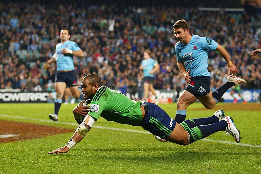 The Highlanders' Patrick Osborne scores the final try