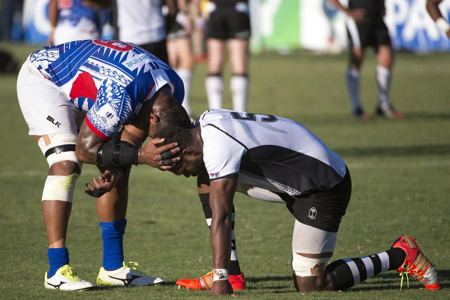 Samoa's Pele Cowleyand Fiji's Leon Nakarawa share a moment