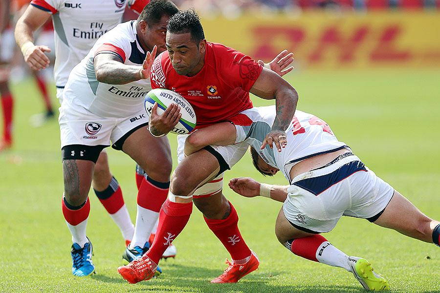 Tonga's Fetu'u Vainikolo busts through the United States' defence