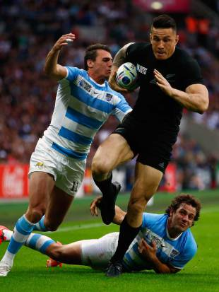 New Zealand's Sonny Bill Williams breaks past Juan Imhoff and Nicolas Sanchez, New Zealand v Argentina, Rugby World Cup, Wembley, London, September 20, 2015