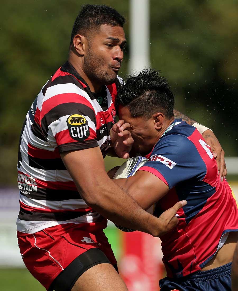 Counties Manukau's Frank Halai wraps up Pete Samu