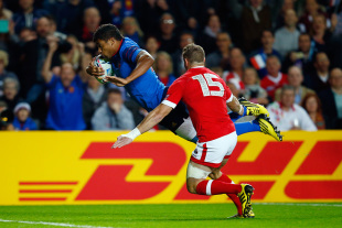 MILTON KEYNES, ENGLAND - OCTOBER 01:  Wesley Fofana of France dives over to score his team's opening try during the 2015 Rugby World Cup Pool D match between France and Canada at Stadium mk on October 1, 2015 in Milton Keynes, United Kingdom.  (Photo by Mike Hewitt/Getty Images)