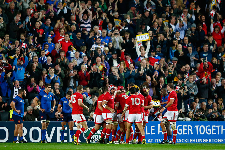 Canada's first-half tries brought the Milton Keynes crowd to its feet