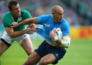 LONDON, ENGLAND - OCTOBER 04:  Sergio Parisse of Italy is tackled by Tommy Bowe of Ireland during the 2015 Rugby World Cup Pool D match between Ireland and Italy at the Olympic Stadium on October 4, 2015 in London, United Kingdom.  (Photo by Paul Gilham/Getty Images)