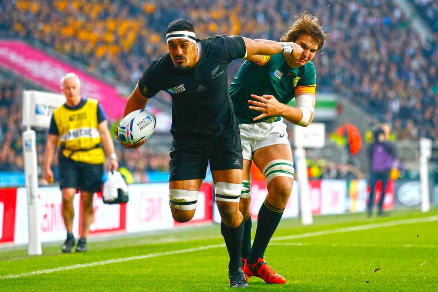 New Zealand's Jerome Kaino evades Lood  De Jager to score a try