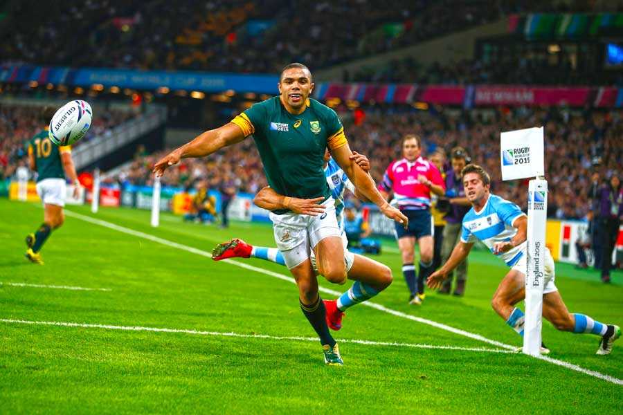 South Africas Bryan Habana Cant Get To The Ball In Goal Rugby