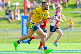 Brisbane City's Karmichael Hunt passes the ball, Brisbane City v Canberra Vikings, National Rugby Championship, grand final, Ballymore Stadium, Brisbane, October 31, 2015