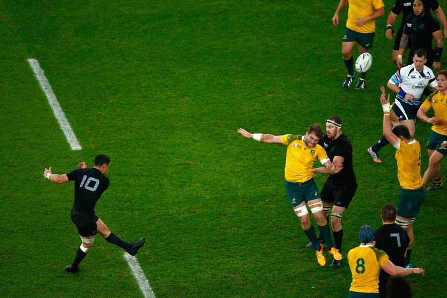 New Zealand's Dan Carter slots the decisive drop goal