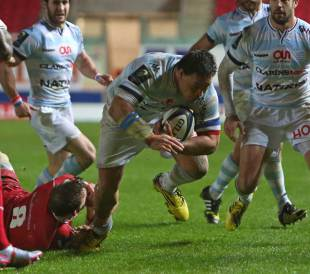 Racing 92's number 8 from New Zealand Chris Masoe (C) scores their third try during the European Rugby Champions Cup rugby union match between Scarlets and Racing 92 at Parc y Scarlets in Llanelli, November 21, 2015.