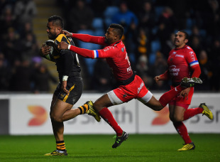 COVENTRY, ENGLAND - NOVEMBER 22:  Frank Halai of Wasps scores a try under pressure from Delon Armitage of Toulon during the European Rugby Champions Cup match between Wasps and Toulon at Ricoh Arena on November 22, 2015 in Coventry, England.  (Photo by Laurence Griffiths/Getty Images)