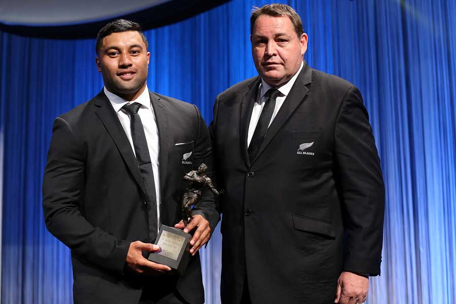 Lima Sopoaga recieves New Zealand Super Rugby Player of the Year award from All Blacks coach Steve Hansen.