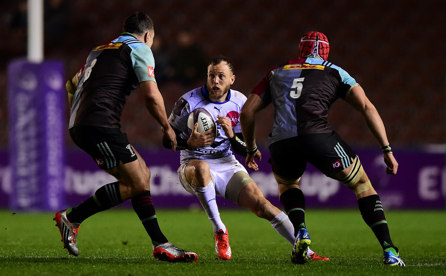 Jesse Mogg of Montpellier takes on Nick Easter of Harlequins and Sam Twomey