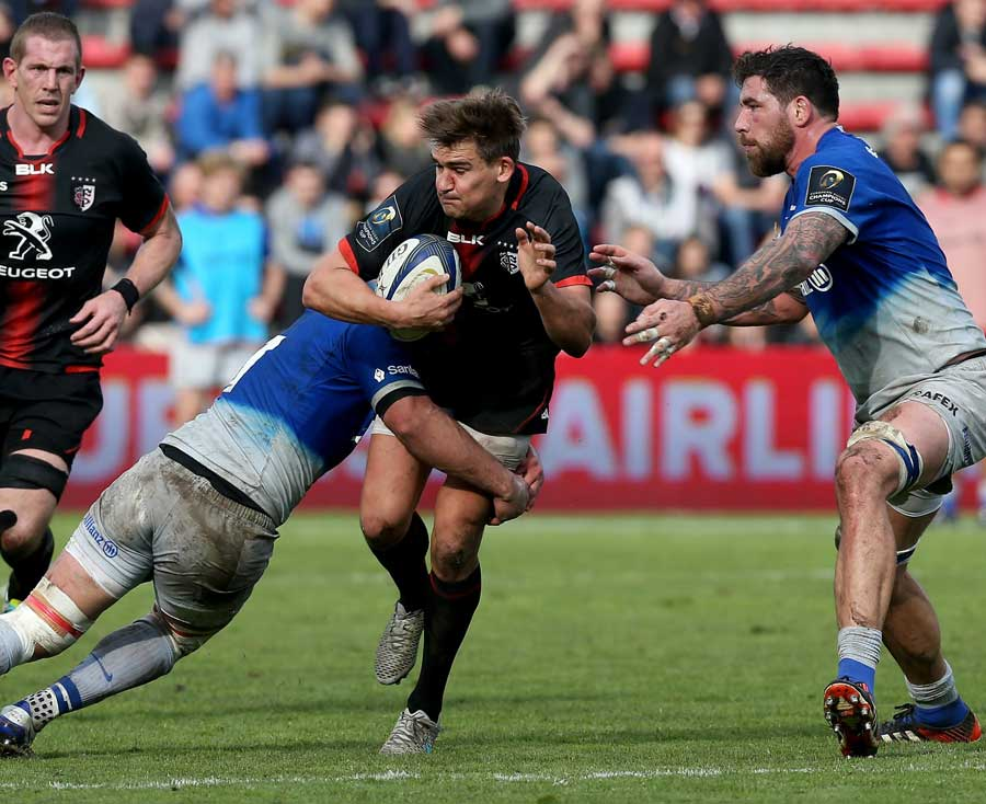 Toulouse's Toby Flood tries to make a break