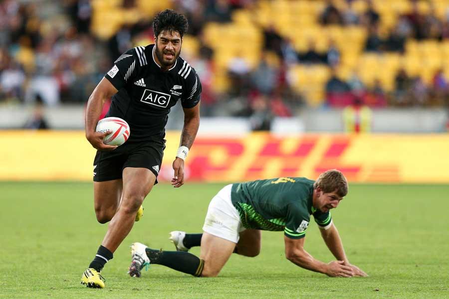 New Zealand's Akira Ioane beats the tackle of Kwagga Smith