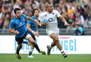 ROME, ITALY - FEBRUARY 14:  Jonathan Joseph of England runs in his team's second try during the RBS Six Nations match between Italy and England at the Stadio Olimpico on February 14, 2016 in Rome, Italy.  (Photo by David Rogers/Getty Images)