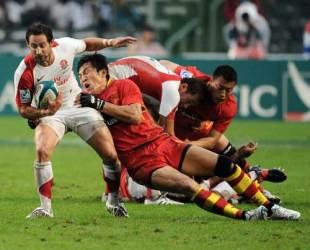 England's Ben Gollings scraps with the Chinese defence, England v China, Hong Kong Sevens, Hong Kong Stadium, March 27, 2009