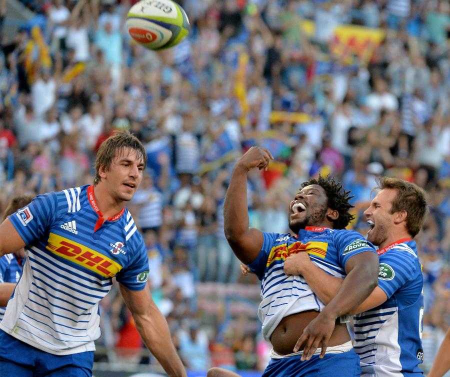 Scarra Ntubeni celebrates his try