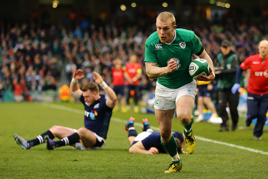 A mix up between Stuart Hogg and Tommy Seymour of Scotland gifts a try to Keith Earls of Ireland