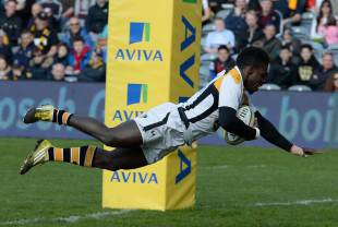 Christian Wade of Wasps scoring his fifth try of the match during the Aviva Premiership match between Worcester Warriors and Wasps at Sixways Stadium on April 16, 2016 in Worcester, England.