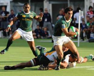South Africa's Robert Ebersohn breaks clear to score against the Cook Islands, IRB Sevens World Series, Adelaide, April 3, 2009